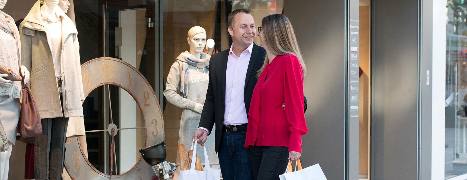 Sabine und Volker kaufen in Düren ein