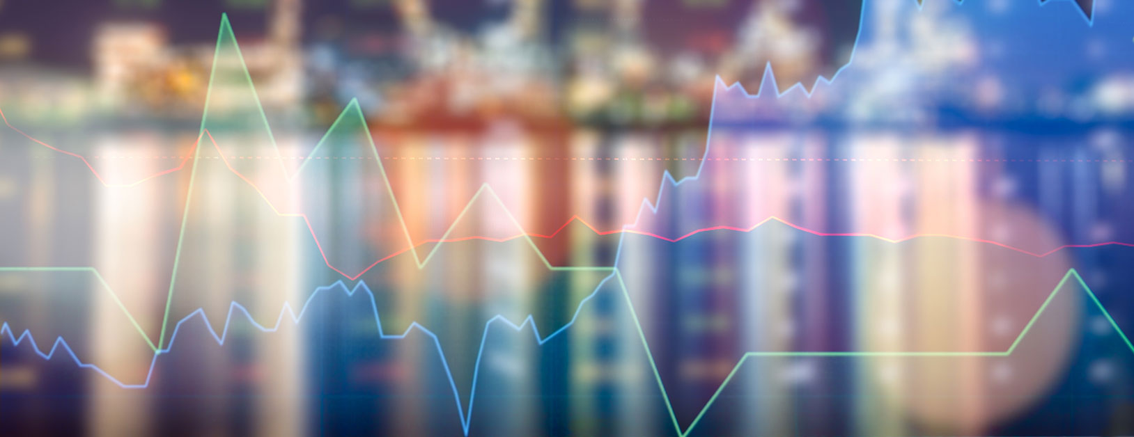 verschwommene Skyline mit Aktienkursen im Vordergrund