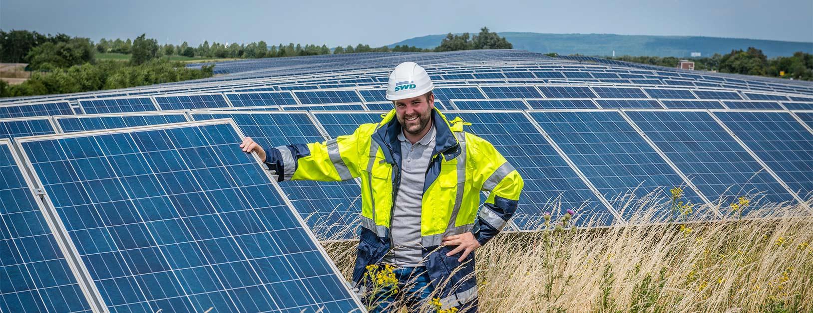 SWD-Mitarbeiter Simon Köhler im Solarpark Inden